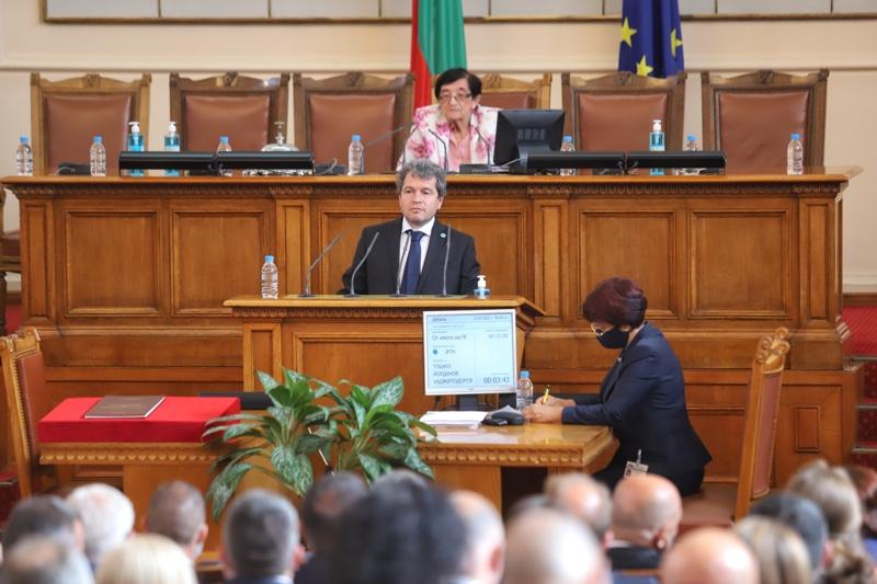 """Заместник-председателят на """"Има такъв народ"""" Тошков Йорданов на парламентарната трибуна"""