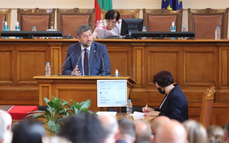 Христо Иванов по време на изказването си към пленарна зала