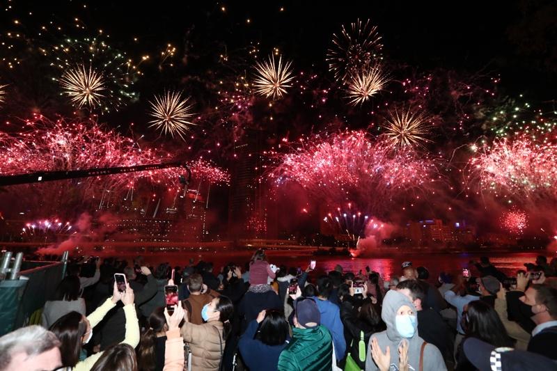 Жители на Брисбън празнуват след решението на МОК летните Олимпийски игри през 2032г. да се проведат в града