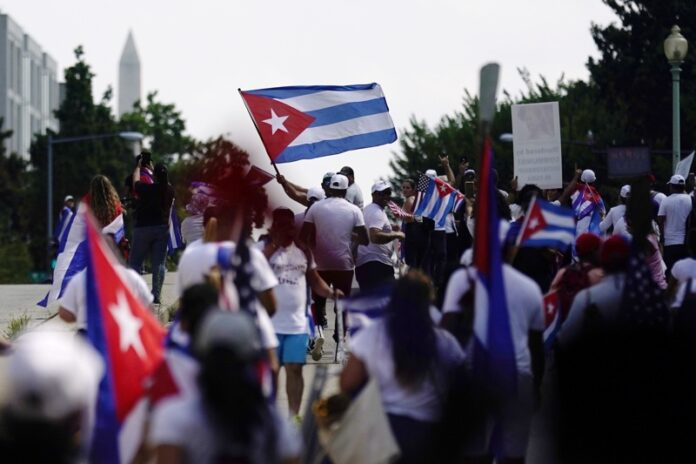 Демонстрации в подкрепа на протестиращите в Куба, Вашингтон, окръг Колумбия, САЩ, 26 юли 2021г.