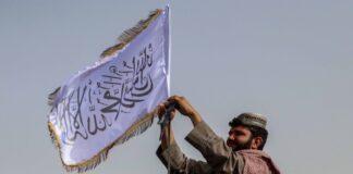 талибаните вдига знамето им в Кандахар