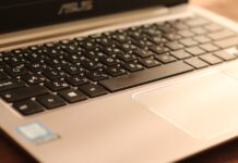 Онлайн обучение, лаптоп