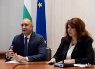 На снимката: Румен Радев и Илияна Йотова