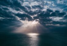 облаци море