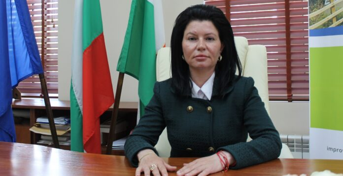 Маринела Николова